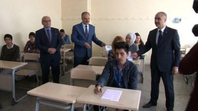 Sivas'ta 6 bin öğrenci deneme sınavında ter döktü