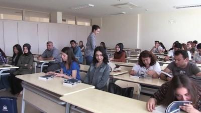 AA'nın 'Muhabir' kitabı gazetecilik bölümü öğrencilerine dağıtıldı - ADANA