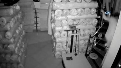 Balyozlu hırsızlar kamerada... Balyozla camları kırarak içeri girdiler, alarm çalınca kaçtılar