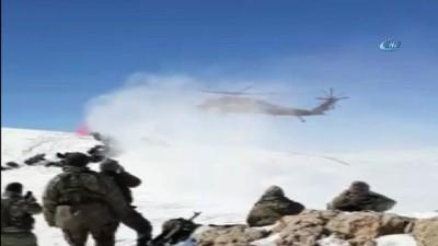 Yaklaşık 1 metre karda nöbet tutuyorlar... Mehmetçiğin Kato Dağı'nda helikopterlerle nöbet değişimi kamerada