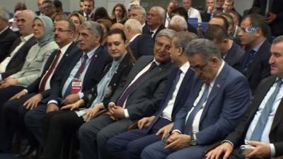 - Başbakan Yıldırım: '24 Haziran yeni bir dönem. Türkiye yönetim şeklinde değişikliğe gitti. Doğrudan sandıkta vatandaşlarımızın ülkeyi kimin yöneteceğine karar vereceği bir seçim yapacağız'