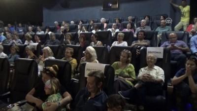 Bodrum'da 'İki Yaka Yarım Aşk' filmin gösterimi - MUĞLA