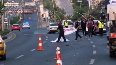 Kaza nedeniyle yola fırlayan kadın sürücü 2 aracın altında kaldı