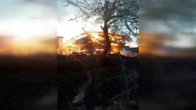 Ahşap ev alev alev yandı...Yaşlı kadın yangında hayatını kaybetti