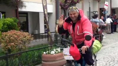 Bisikletiyle Avrasya turunda