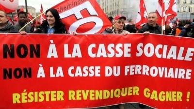 - Fransa'da 3 ay sürecek grevler için işçiler sokağa indi