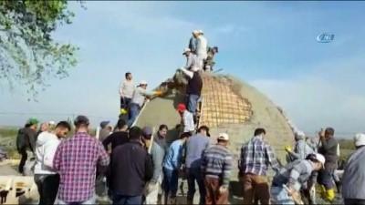 muslu -  Küçük bir tadilat işiydi, yüzlerce kişi akın etti... Yüzlerce köylüden imece örneği