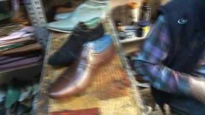 Bu ayakkabıcının müşterisi çok özel...Çok özel ayaklara deriden özel ayakkabı