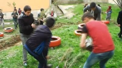 Hizan'da öğrencilerin fidan ekimi ve çevre düzenlemesi