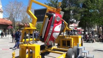 Karaman''da sürücülere emniyet kemerinin önemi simülatörle anlatıldı