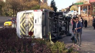 isci servisi -  Başkent'te işçi servisi ile minibüs çarpıştı o anlar kamerada: 5 yaralı