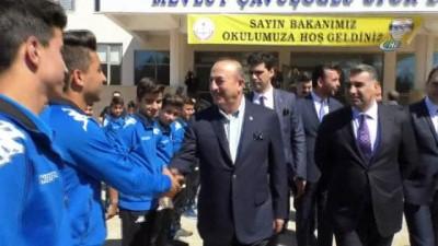 Çavuşoğlu mezun olduğu ilkokulu ziyaret etti