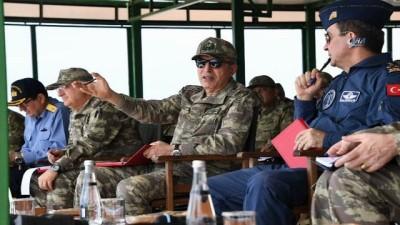Orgeneral Akar Ege Ordu Komutanlığı'nda incelemelerde bulundu