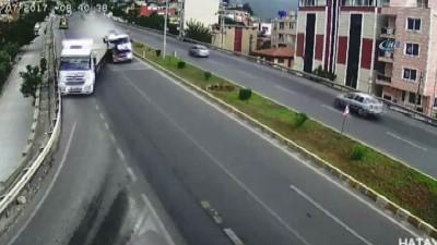 Süratle gelen otomobili göre göre yola böyle fırladı