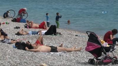 salda -  Antalya'da sahillerde yoğunluk