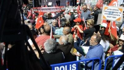 CHP mitinginde 'Rabia' işareti yaptığı iddiası ile gözaltına alındı
