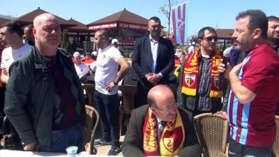 Gümrükçüoğlu, Trabzonspor ve Kayserispor taraftarlarıyla bir araya geldi - TRABZON