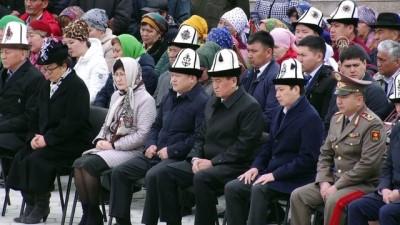 Kırgızistan'da 'halk devriminin kurbanları' dualarla anıldı - BİŞKEK