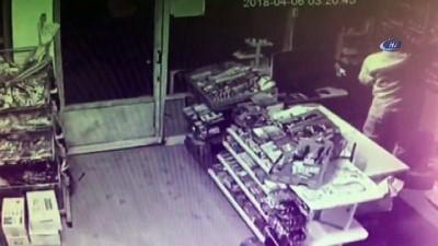 Markete giren hırsız, para ve sigaraları böyle çaldı