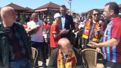 spor musabakasi - Trabzonspor ve Kayserisporlu taraftarlar yemekte buluştu