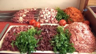 Adana'da günde 25 ton et kebap oluyor