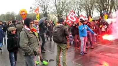 - Fransa'da demiryolu çalışanları Ulusal Meclis önünde grevde