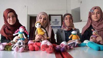 Kütahya'dan savaş mağduru Suriyeli çocuklara örgü bebek