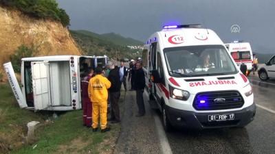 muslu - Öğrenci servisi devrildi: 15 yaralı - ADANA