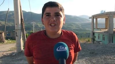 Teröristlerden temizlenen dağlarda dev Türk bayrağı dalgalanıyor