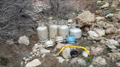 Tunceli'de 6 sığınak imha edildi