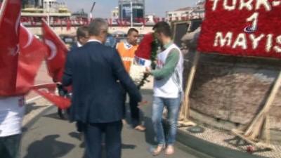 HAK-SEN üyeleri yalın ayak Taksim'e çıktı