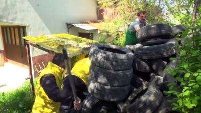 Lastiklerin arasından çıkamayan yavru köpekler kurtarıldı - KASTAMONU