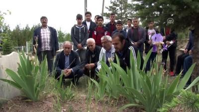 Milli atlet Ahmet Aytar, ölümünün 26. yılında mezarı başında anıldı - ELAZIĞ