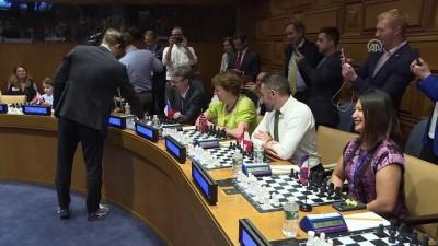 Dünya satranç şampiyonu Magnus Carlsen aynı anda 15 rakibiyle karşılaştı - NEW YORK