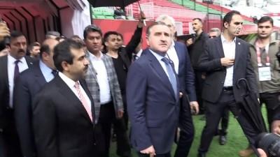 Gençlik ve Spor Bakanı Bak, Diyarbakır Stadı'nı inceledi - DİYARBAKIR