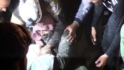 rejim karsiti - Hava saldırısında ölen çocukların cesetleri enkaz altından çıkarıldı - İDLİB