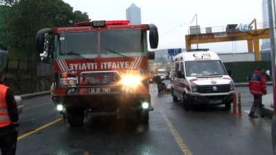 servis araci -  Kağıthane'de servis aracı otomobile çarptı: 11 yaralı