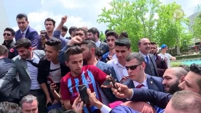 grup genc - Başbakan Yıldırım, Melike Hatun Camisine gençlerle yürüdü - ANKARA