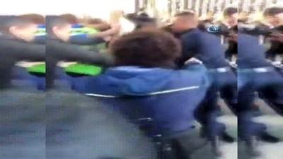 insan zinciri -  - Fransa'da Üniversite Reformu Protestosu - Sınavı Engellemek İsteyenlere Çevik Kuvvet Müdahalesi