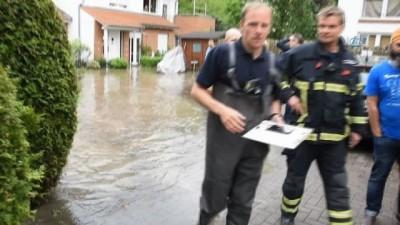 - Hamburg'da Sokakları Sel Bastı