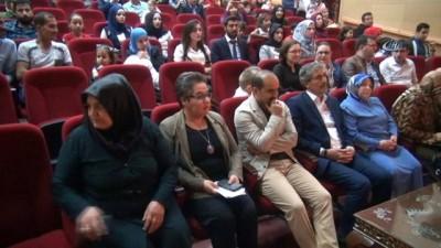 Suriyeli ve Türk öğrencilerden muhteşem gösteri