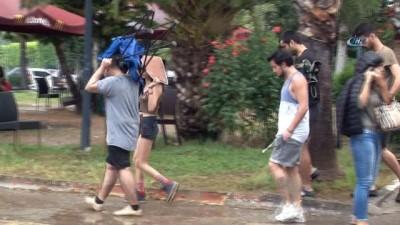 Duş alamayan kampçıların imdadına yağmur yetişti