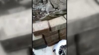 Teröristlerin kullandığı mağarada çok sayıda silah ve mühimmat bulundu - HAKKARİ