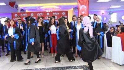 Türkiye'nin ilk hemşire yardımcıları mezun oldu