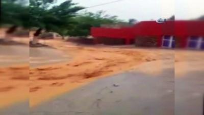 Mardin'de sel sonrası ev ve iş yerleri sular altında kaldı