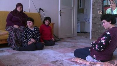 Ömrünü üç engelli kızına adadı - BAYBURT