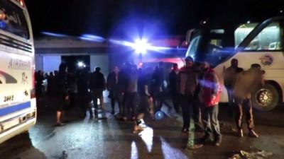 Rejim ablukasından zorunlu tahliyeler sürüyor - SURİYE