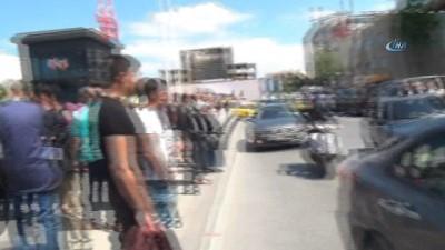 - Taksim Meydanı'ndaki kaza trafiği felç etti