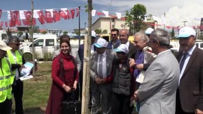 580 çocuk, anneleri için 600 fidan dikti - VAN