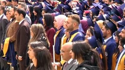 ARÜ'de yoğun yağış altında mezuniyet coşkusu